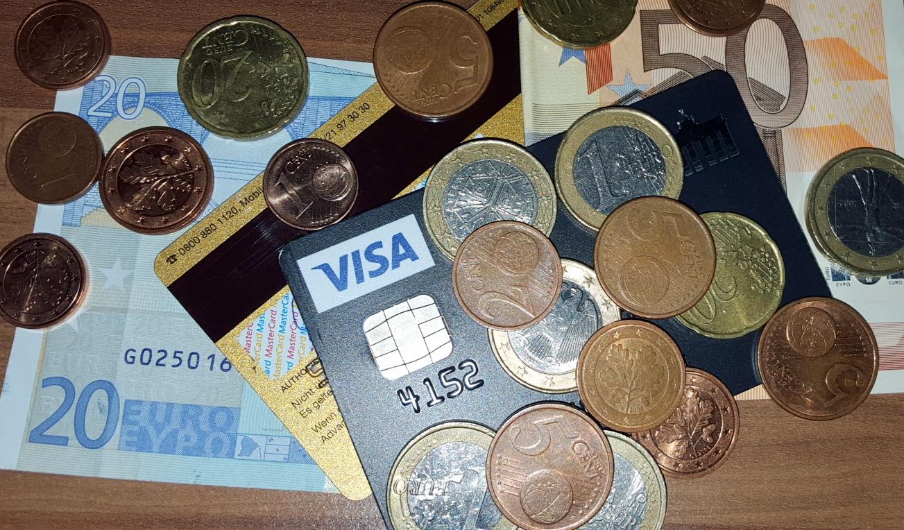 Die Geschichte der Kreditkarte und die Zukunft des Bargeldes