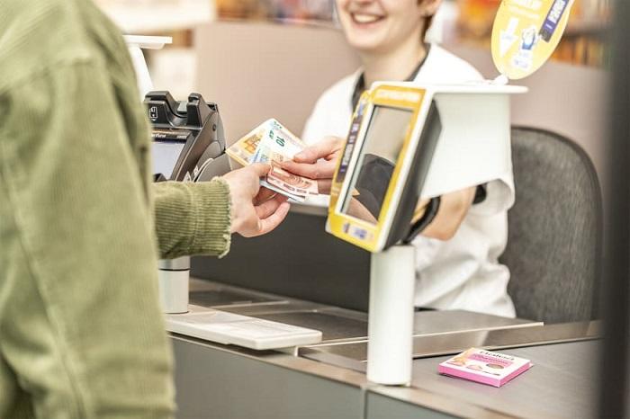 dm ermöglicht Abhebungen per Mastercard
