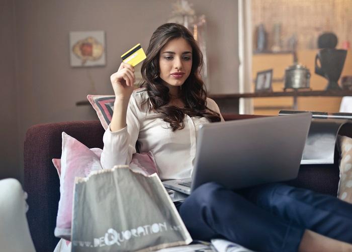 Konsum in Deutschland zieht weiter an - auch mit Kreditkarte
