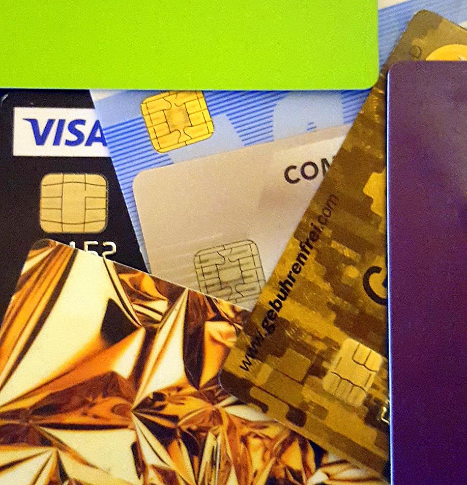 Rekordhalter Walter Cavanagh besitzt 1.497 gültige Kreditkarten und das längste Portemonnaie der Welt